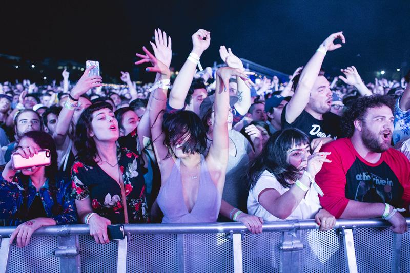 live_crowd3